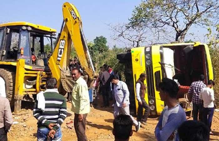 Jabalpur-Bus-overturned