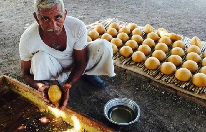 juggry-making-farmer