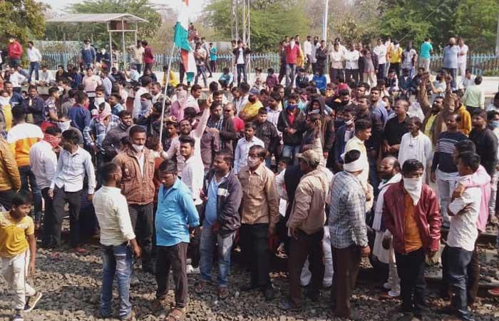 nepanagar-protest