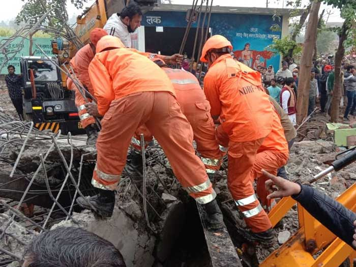 ghaziabad-roof-collapsed-death-cause