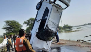 ujjain-car-fell